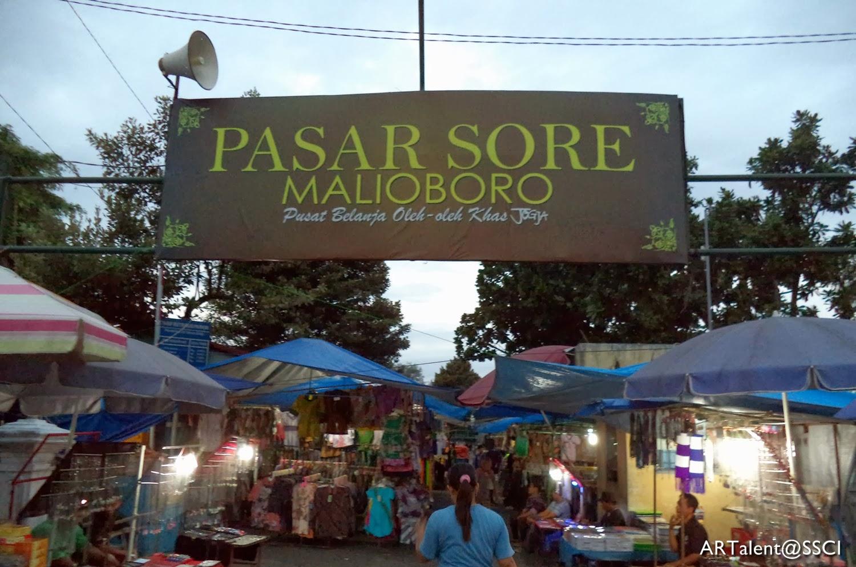 Jalan Malioboro adalah nama salah satu kawasan jalan dari tiga jalan di  Kota Yogyakarta yang membentang dari Tugu Yogyakarta hingga ke perempatan  Kantor Pos ... 2073e2e923