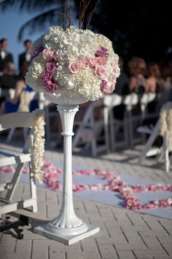 Wedding ceremony flowers belle the magazine - Flower wedding decoration ...