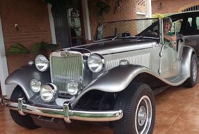 A Senhora Fonseca ao volante do MP Lafer 1977 que veio de Santa Gertrudes.