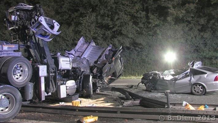 Unterfranken Aktuell: Lkw durchbricht Mittelleitplanke - Autofahrer ...