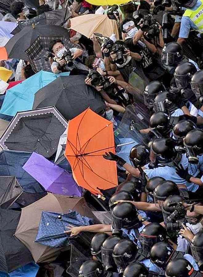 """""""Revolução dos guarda-chuvas"""" não quer os """"dois ou três"""" candidatos mais ou menos idênticos oferecidos pelas artimanhas políticas do PC"""