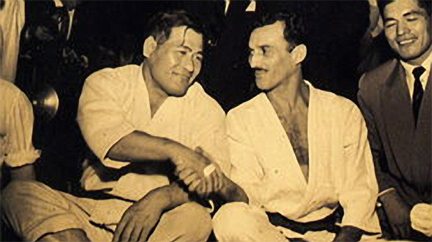 Masahiko Kimura junto a Helio Gracie.