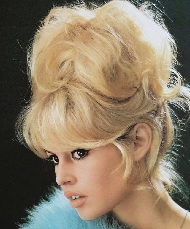 The Brigitte Bardot beehive sauerkraut was so characteristic of the 60s as their eyes lined.