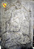 Vitrey - Croix monumentale du cimetière : La crucifixion