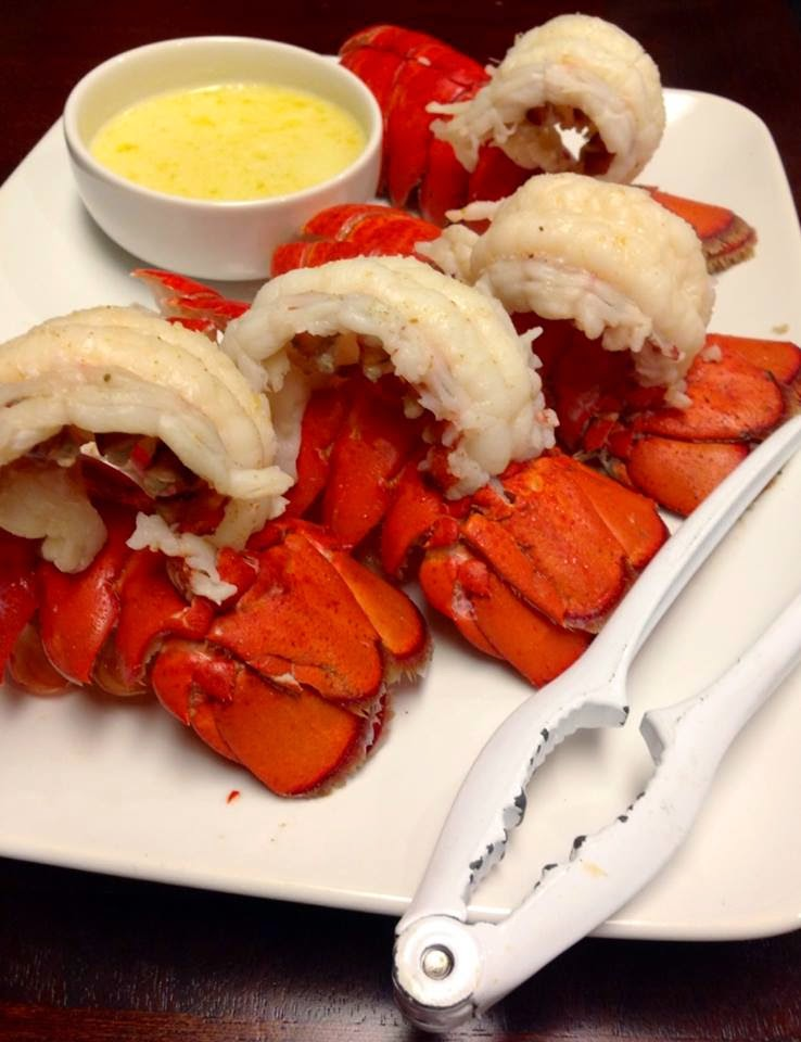 Steamed Lobster Tail in Wine/ Cauda de Lagosta ao Vapor no Vinho