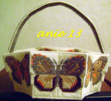 Analy manualidades canasta con mariposas - Manualidades con rafia ...