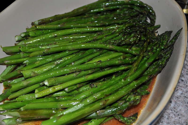 Beth's Favorite Recipes: Baked Asparagus with Balsamic Butter Sauce