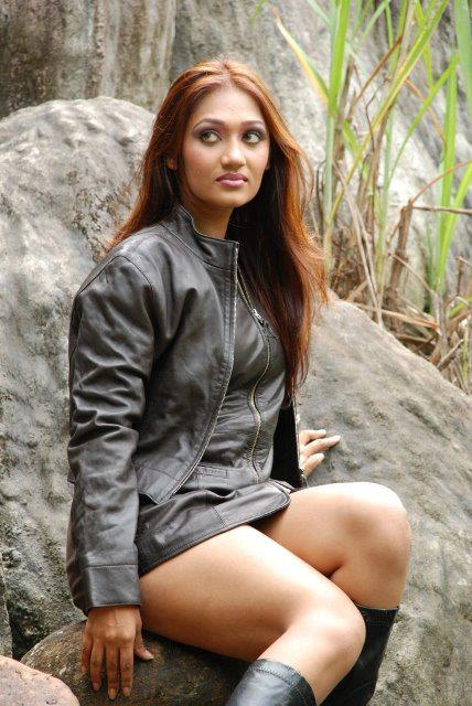 upeksha swarnamali leggy latest photos