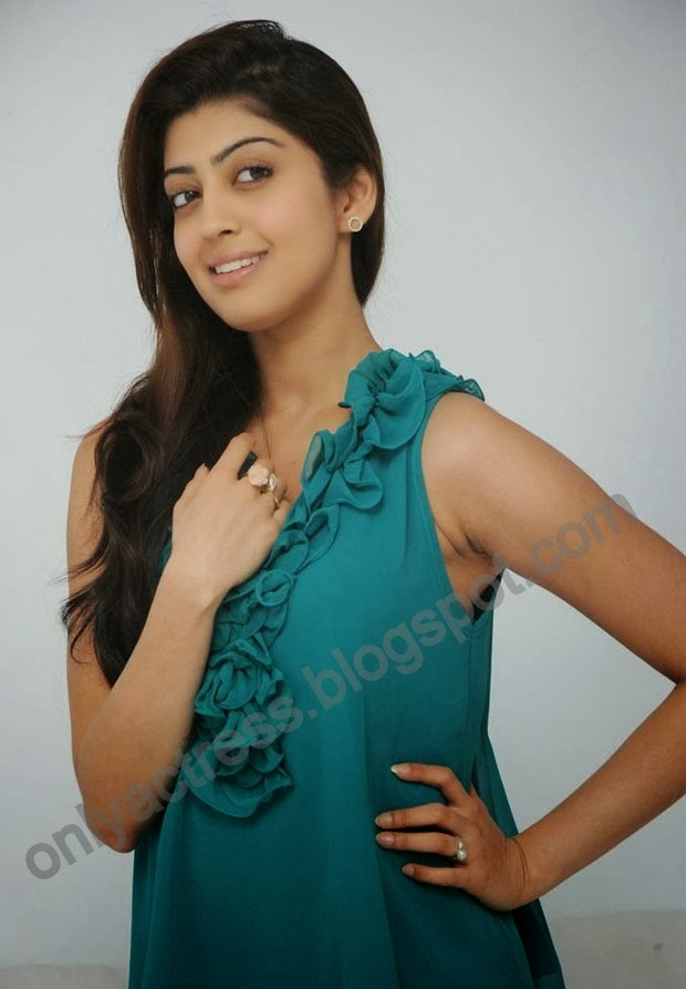actress pranitha subhash hot clevage,spicy spicy pic without bra