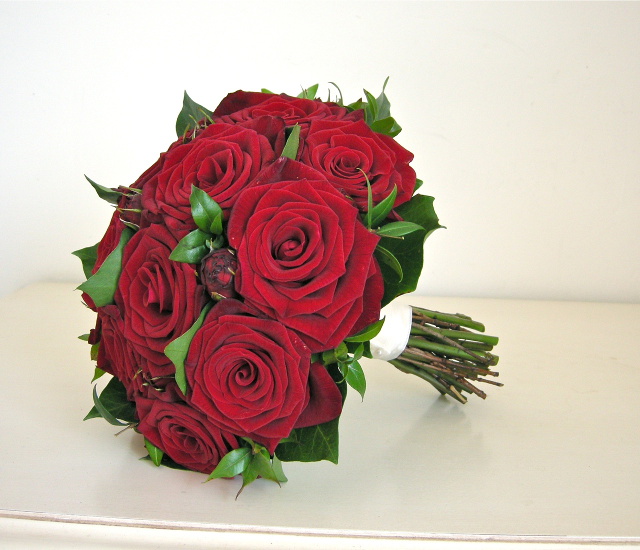 Wedding Flowers Blog Hannah 39 S Wedding Flowers Red Roses Modern
