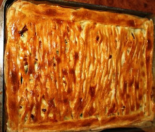 Пирог с сыром, яйцом и зеленью