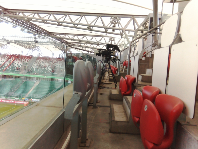 Trybuna prasowa na stadionie Legii Warszawa dwie godziny przed meczem - fot. Tomasz Janus / sportnaukowo.pl