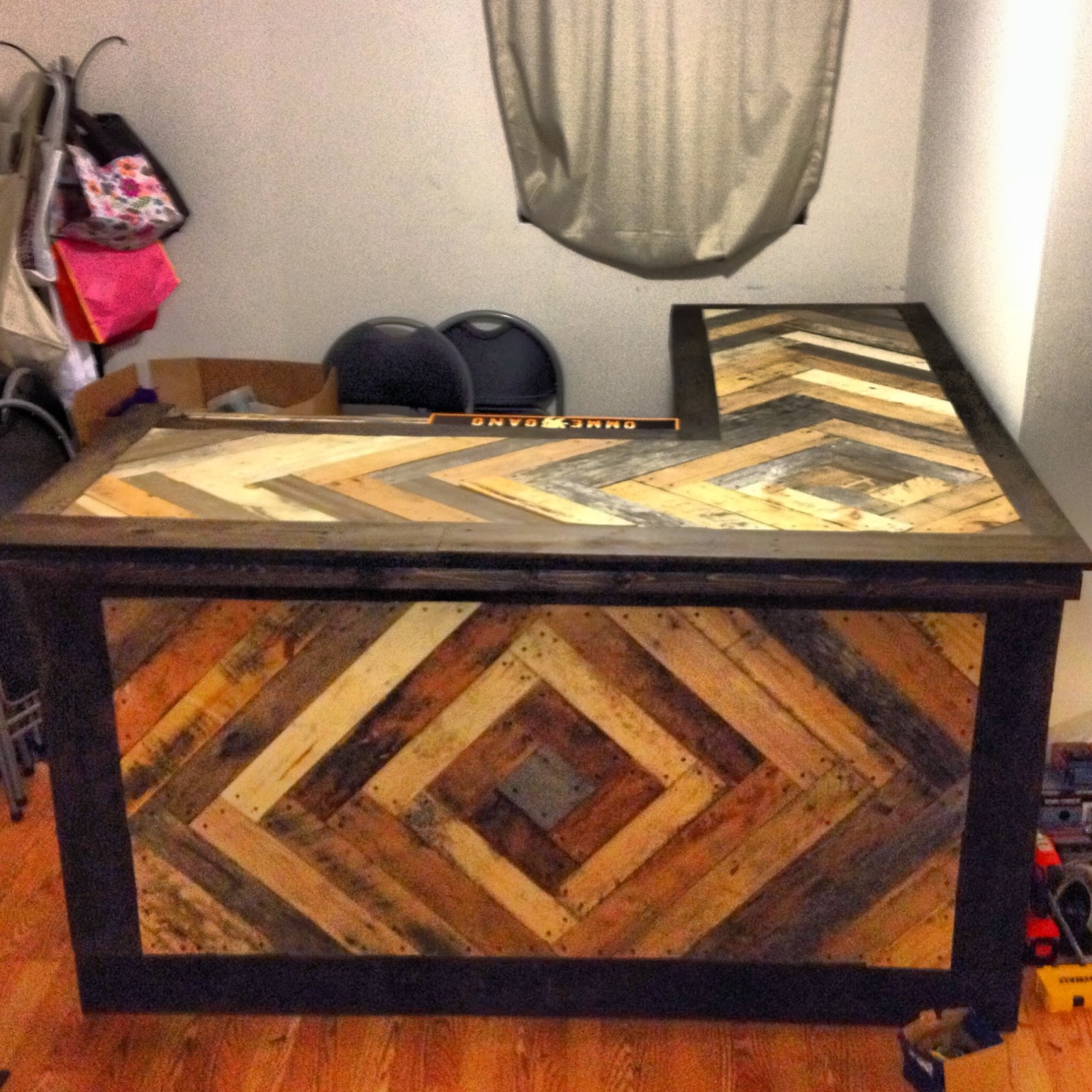Pull Up A Stool At The Pallet Bar Upcycling Creations