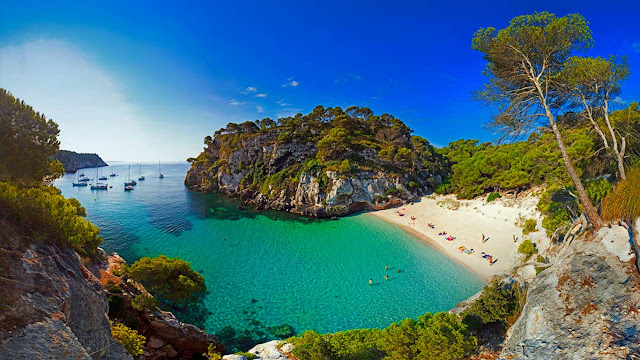 Macarelleta Beach, Menorca, Spain (© Michele Falzone/Getty Images) 622
