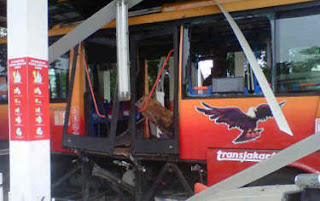 Foto Gambar Photo Bis TransJakarta (TransJ) Meledak di SPBG Pinang Ranti