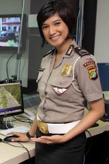 Foto Polisi Cantik Briptu Eka Frestya