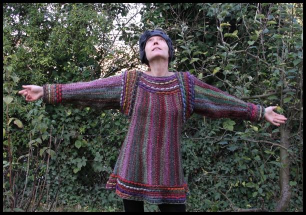 tunika folklorystyczna na drutach