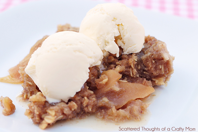 slow cooker, crock pot apple crisp