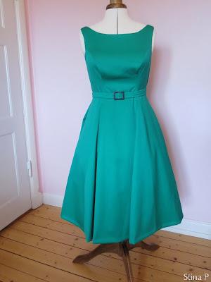 Klänning StinaP ull smaragdgrön skärp