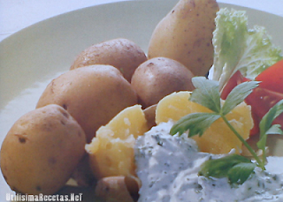 Patatas con crema a las finas hierbas