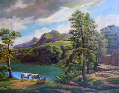 Paisaje campestre con ganado junto a lago entre montañas