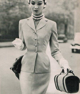 Shapely suit and pearls #1950s #fashion #50s #style #suit