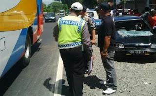 Korban Kecelakaan Beruntun di Desa Ngemplak Di Evakuasi Polsek Karangpandan dan Sat Lantas Polres Karanganyar