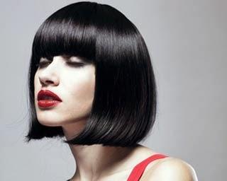 Corte de cabelo chanel médio liso com franja