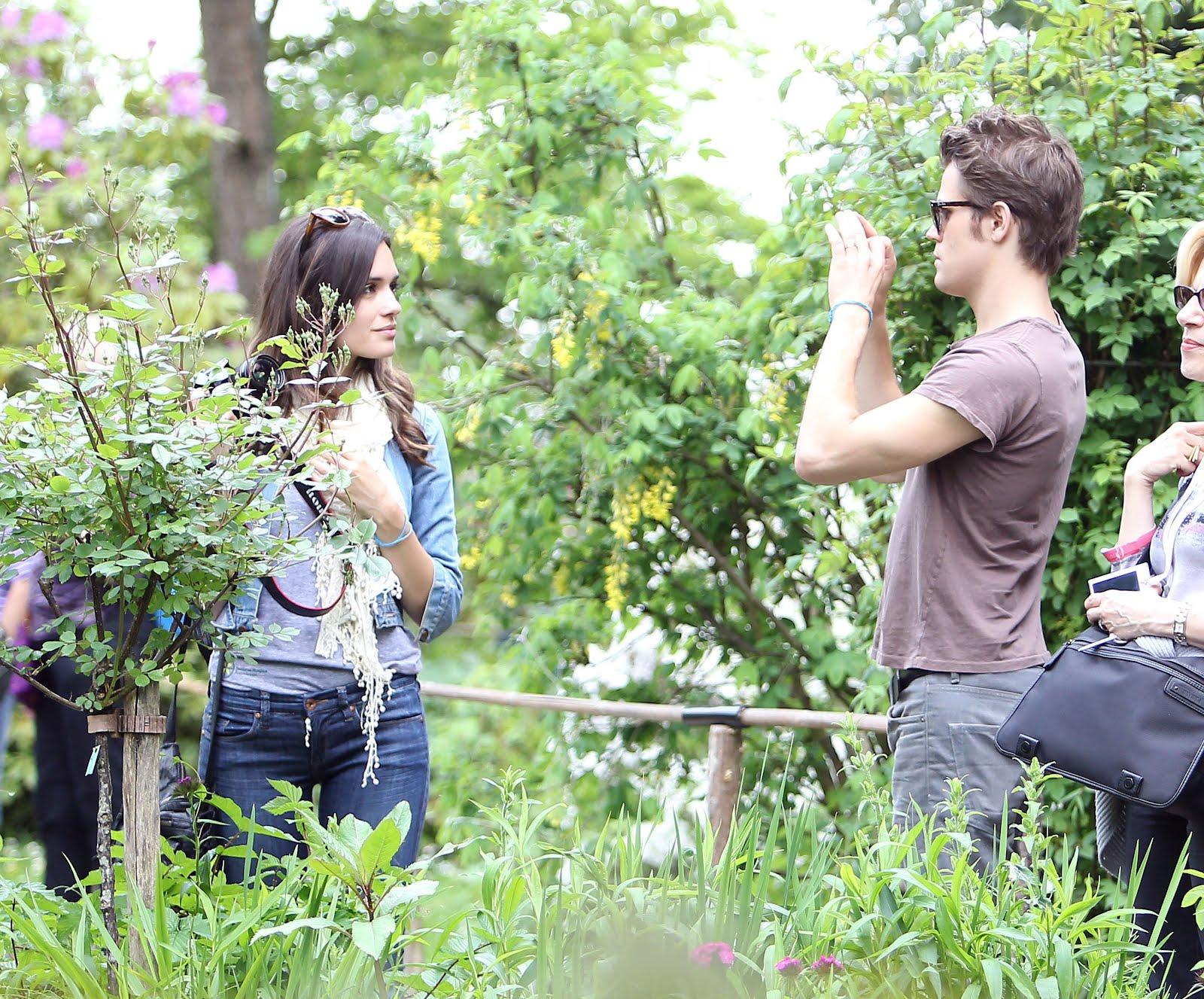 http://4.bp.blogspot.com/-zxu2e6r9qwI/T8JpKvw9fPI/AAAAAAAABuk/lT8lS48szUw/s1600/paul-wesley-torrey-devitto-garden-photoshoot.jpg