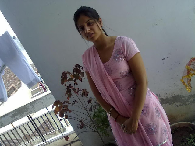 Kamini Sharma Sexy Aunty from New Delhi Looking for True Man,Indian Aunties Cell Numbers