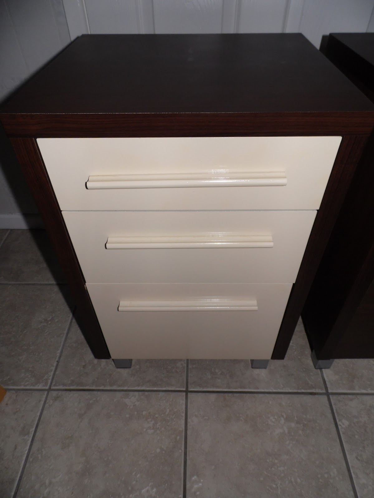 And Who Says You Can't?: BEDSIDE TABLE RE-DO, ON THE CHEAP!!