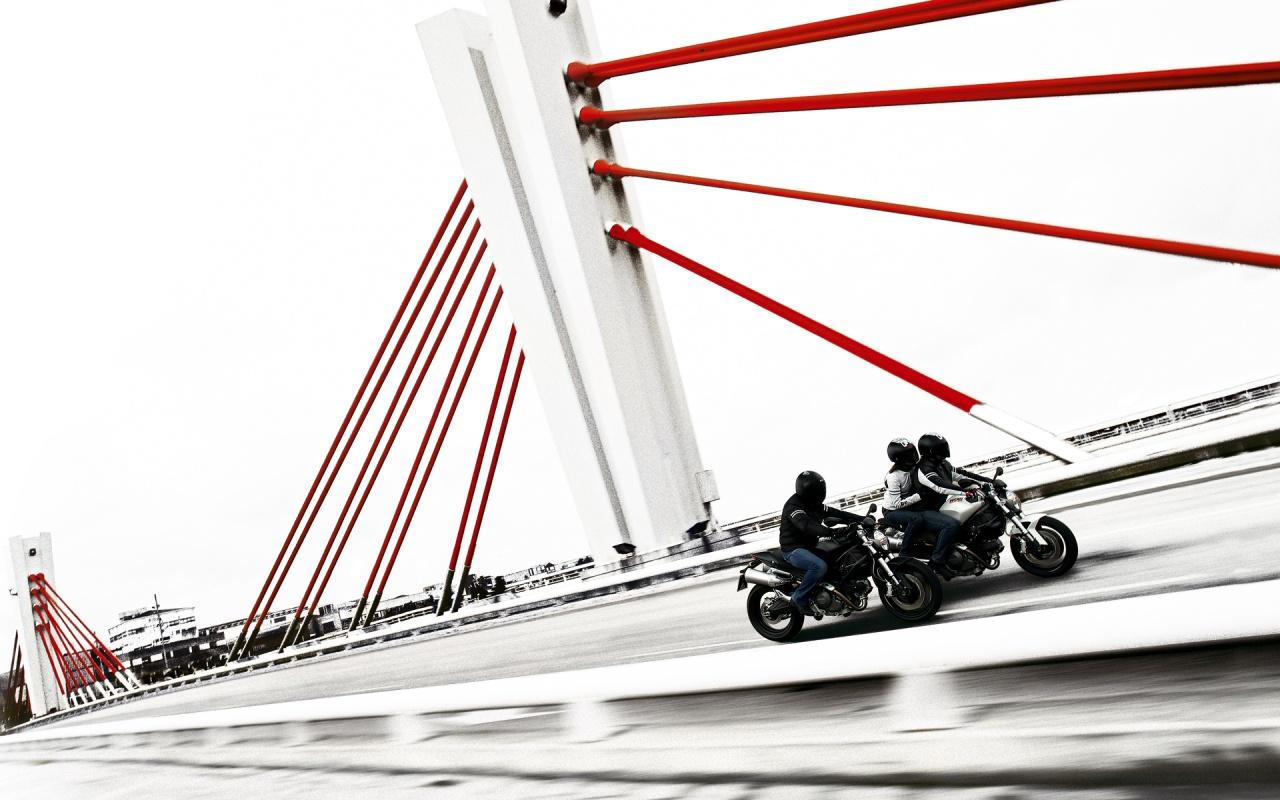 http://4.bp.blogspot.com/-zyKFgSxQHfA/UBVVUt2zIvI/AAAAAAAAANo/mOT1-JIr2oY/s1600/suzuki+motorcycles+calgary.jpg