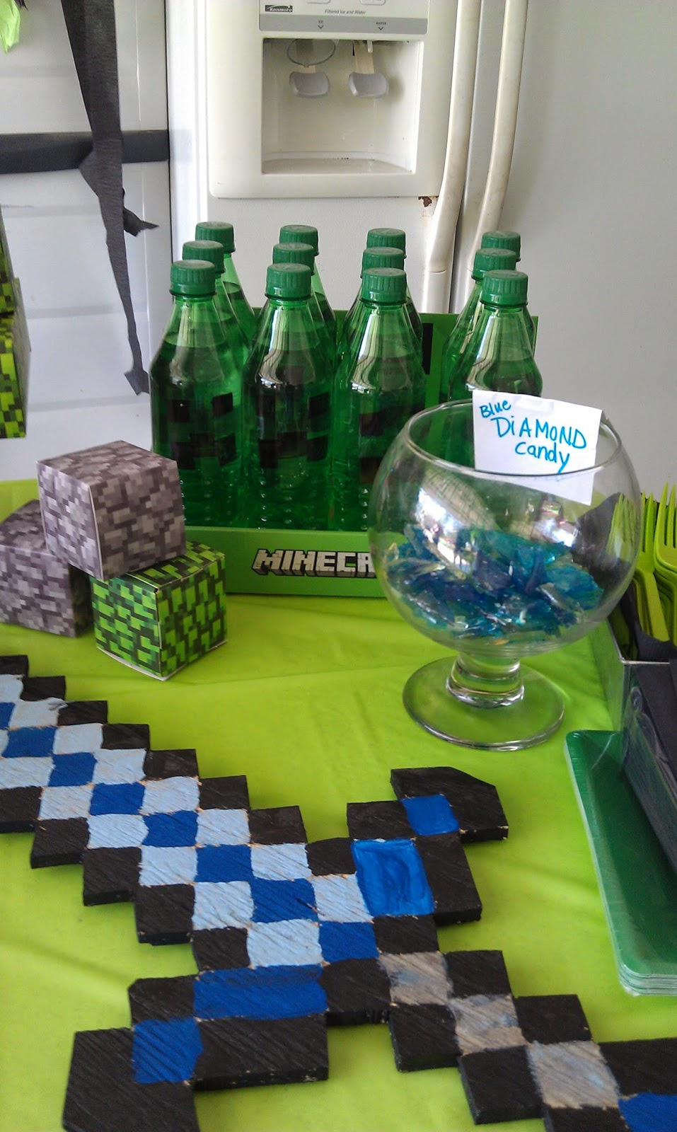 Crouch mamma michael 39 s minecraft mania birthday party for Michaels crafts birthday parties