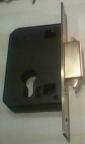 badan kunci pintu garasi