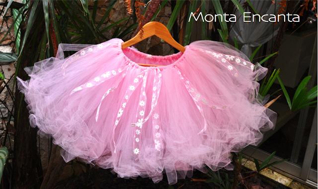 http://www.montaencanta.com.br/2012/10/diy-saia-de-tule-tutu-sem-costura.html