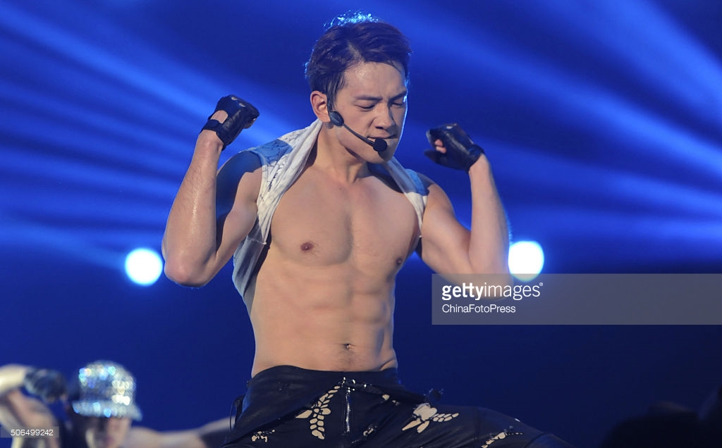 http://4.bp.blogspot.com/-zz6cqRt4mro/VqXRBu6p4zI/AAAAAAABQsw/8GVlcHR8ED4/s1600/south-korean-singer-rain-performs-onstage-during-his-concert-the-picture-id506499242.jpg