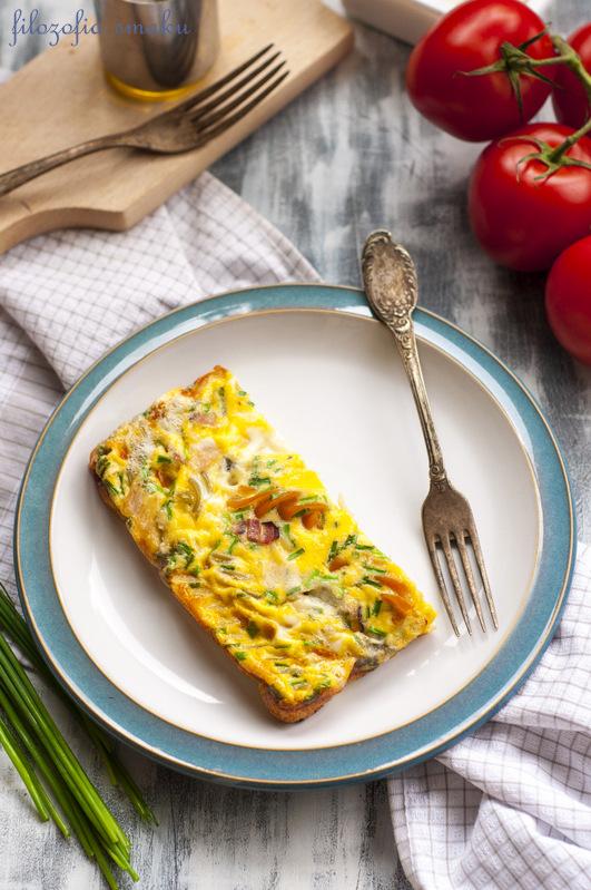 Omlet z makaronem i gorgonzolą