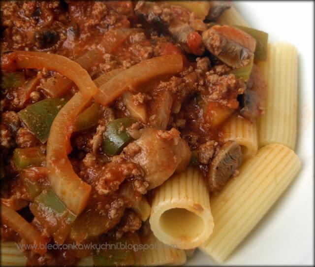 makaron, pasta, sos pomidorowy, spaghetti, retro kuchnia, Jo Mazzotti
