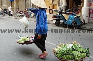 Illustrasi Renungan Malam: Nenek Penjual Tempe - [www.kupas-tuntas.com]