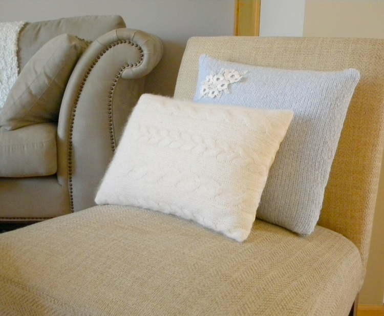 City Chic Country Mouse: Sweater Pillow Tutorial