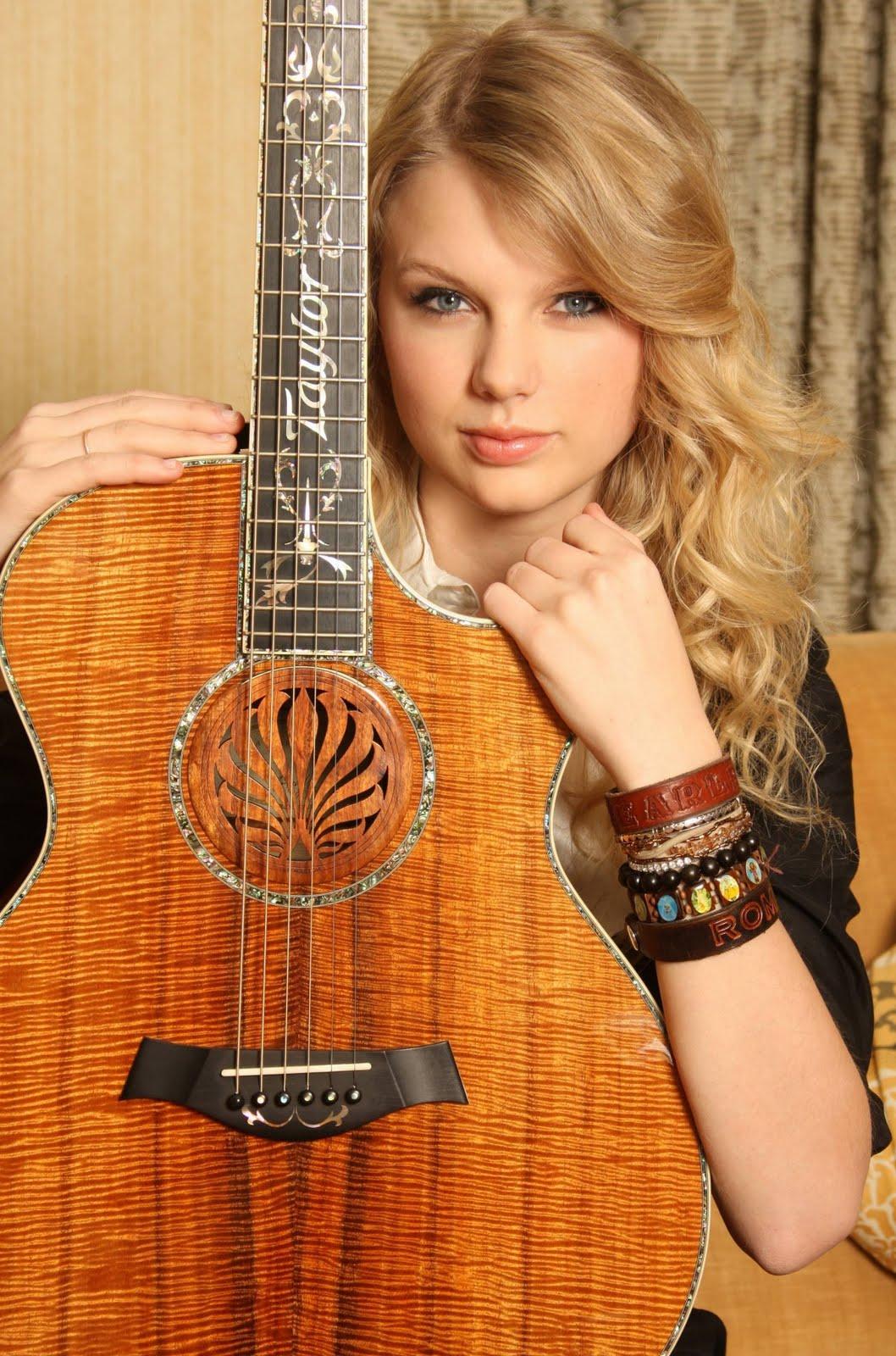 http://4.bp.blogspot.com/_-1GM7VDiWKE/TBBHAXDUx2I/AAAAAAAACvM/Tf-RsXWAdSs/s1600/Taylor%2BSwift%2BWith%2BGuitar.jpg