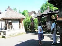 Casa típica balinesa, Batuan, Bali, Indonesia, vuelta al mundo, round the world, La vuelta al mundo de Asun y Ricardo