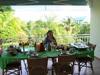 Desayuno en Fare Suisse,Tahití, Polinesia Francesa, vuelta al mundo, round the world, La vuelta al mundo de Asun y Ricardo