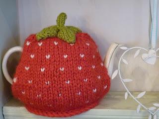 Knitting Pattern For Strawberry Tea Cosy : Jolie: Strawberry tea cosy