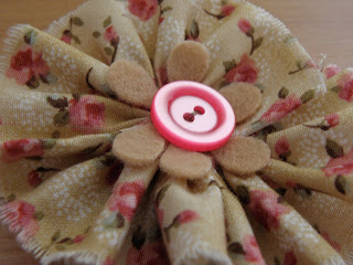 Shabby-chic fabric'n'felt flower