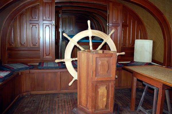 Cockpit view aft, door to skippers cabin open :