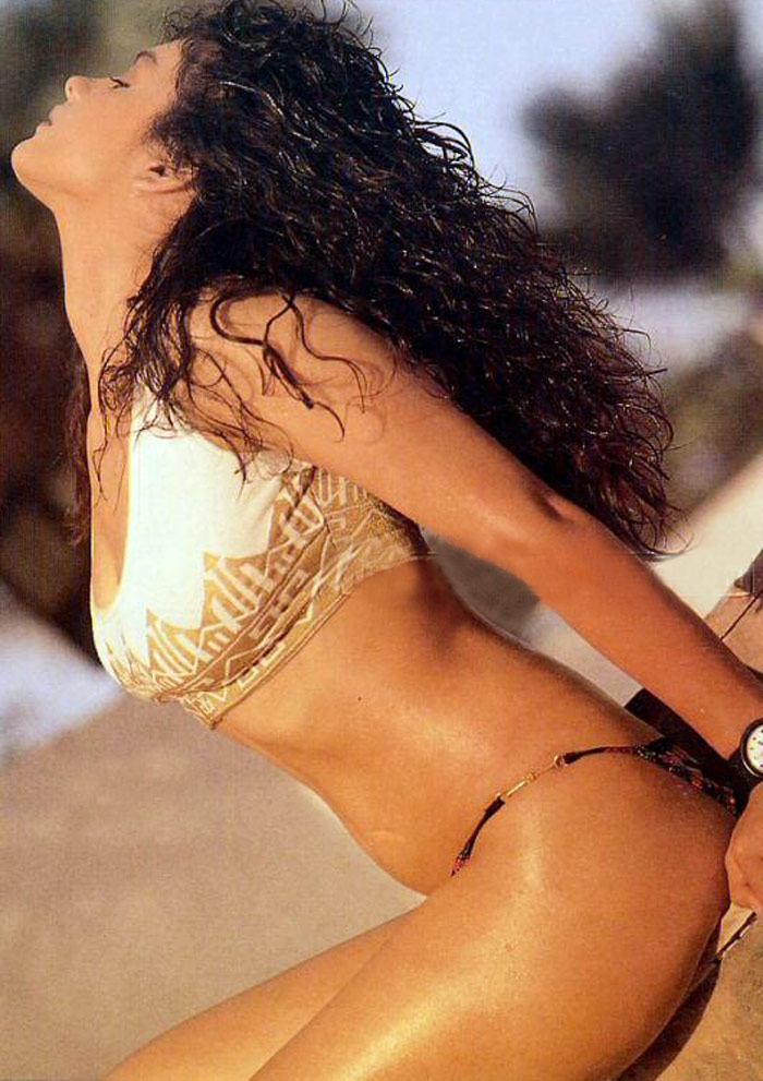 Pooja Bhatt Wallpapers Pooja Bhatt in Sexy Bikini