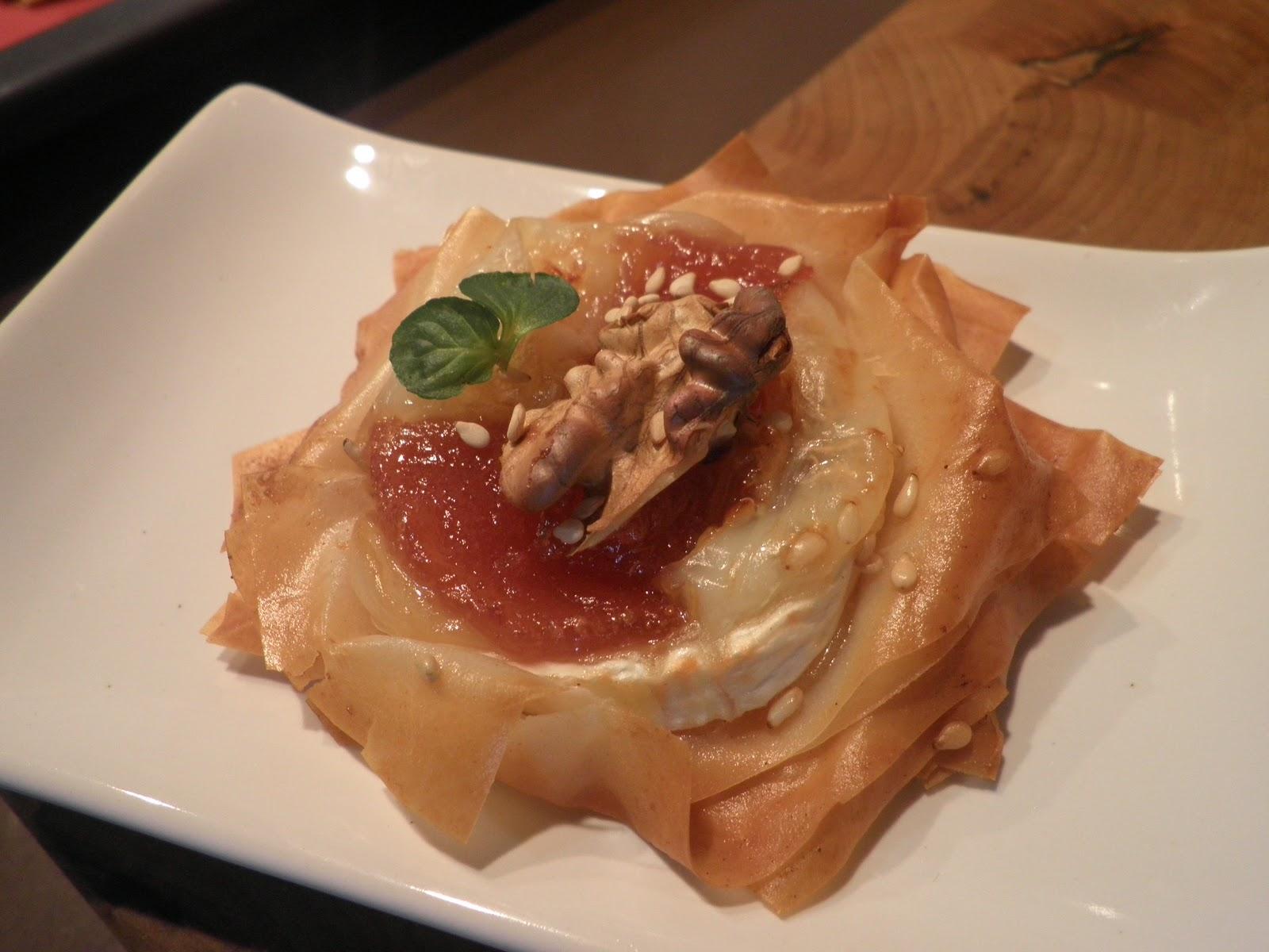 Comer y rascar flores de queso y membrillo - Que hacer con la pasta filo ...