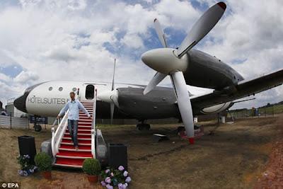 Avião vira hotel de luxo na Holanda