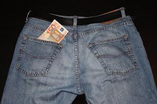 Kun 50 euroa hyppää taskusta toiseen, verottaja nappaa 10 euroa välistä.